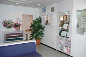 東松山市の歯科医院清水デンタルクリニックの待合室